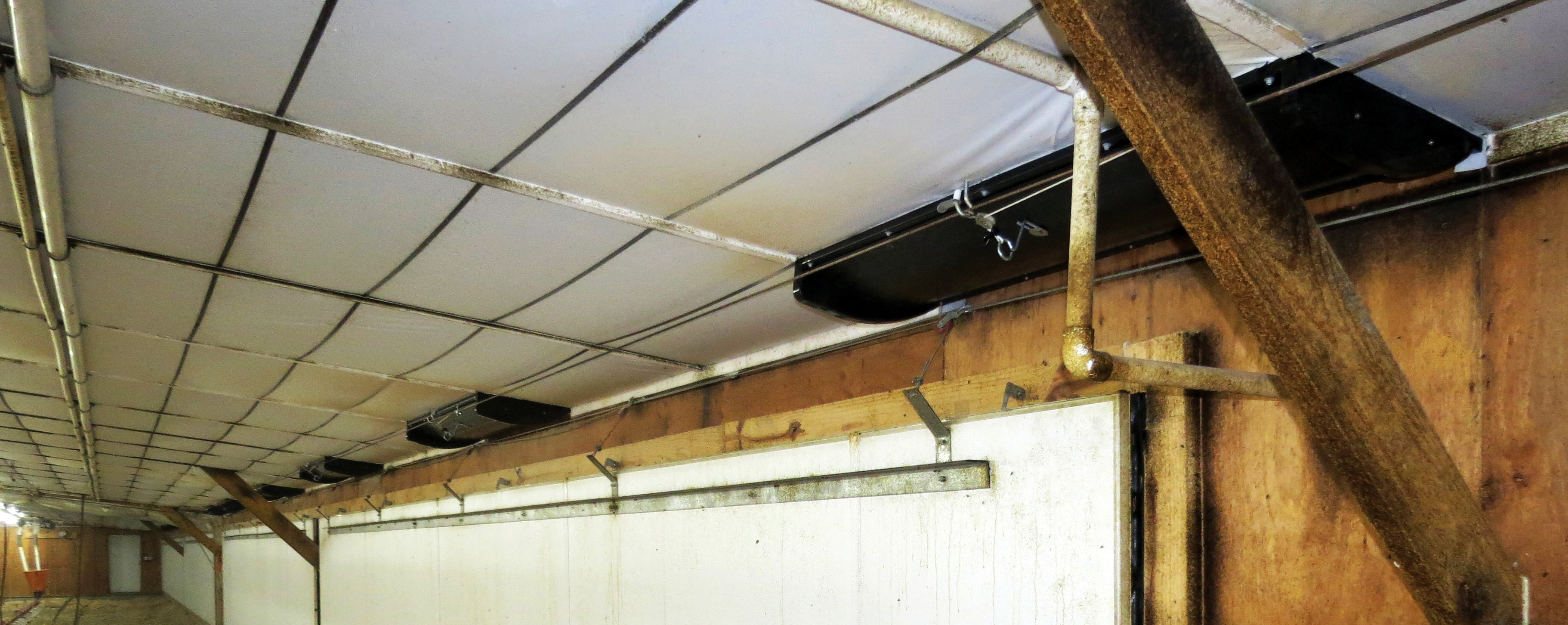CSW4612 Ceiling Sidewall Inlet in Poultry House